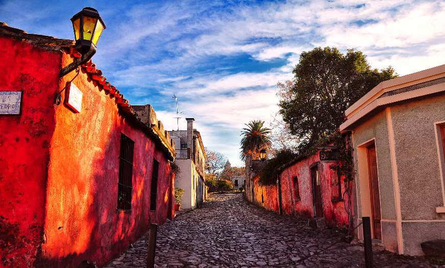 Historic homes and cobbled streets of Colonia del Sacramento in Uruguay