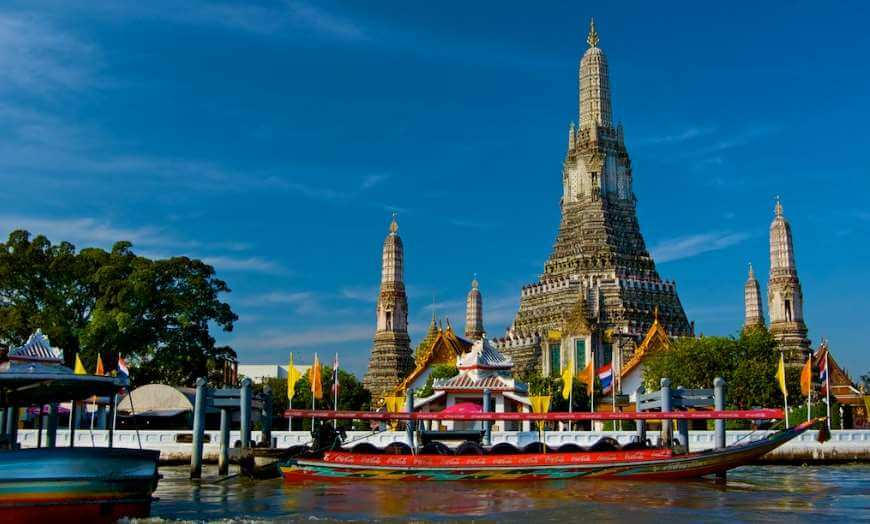 Wat Arun, Sunrise Temple in Bangkok, Thailand