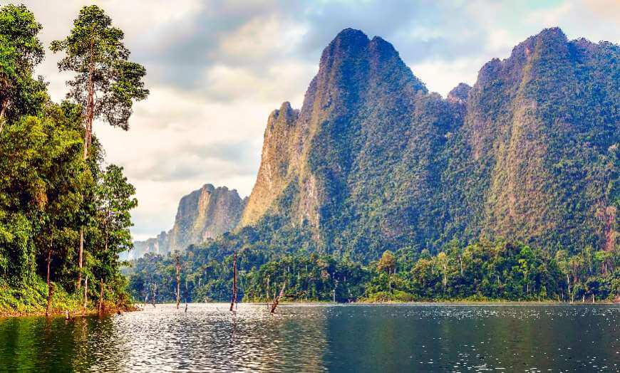 Cheow Larn Lake in Khao Sok National Park