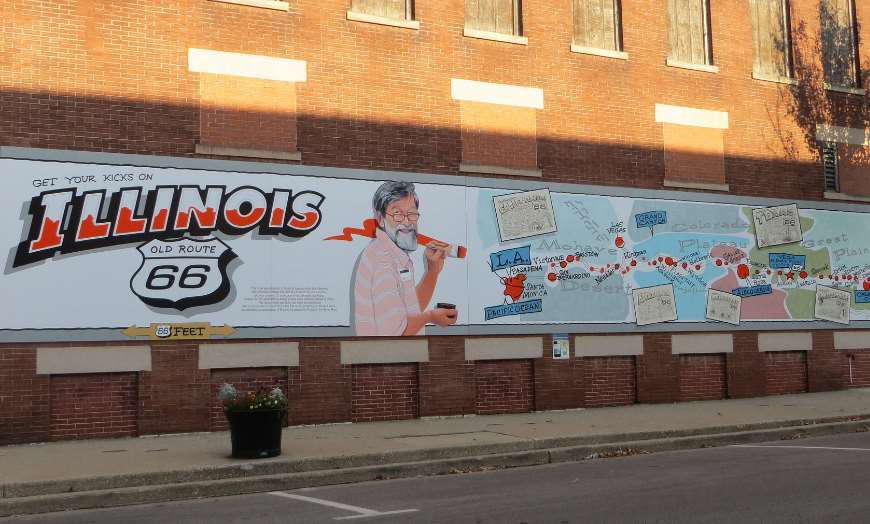 Route 66 wall mural in Pontiac, Illinois