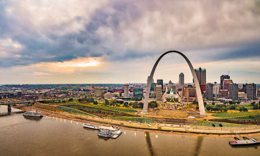 Panoramic view of the Gateway Arch in St Louis, Missouri