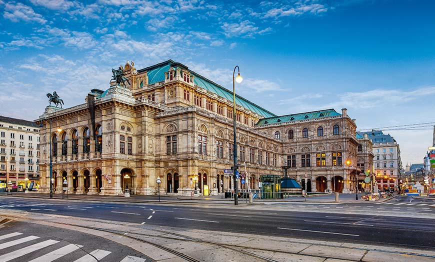 Exterior of the grand Vienna State Opera House in Austria