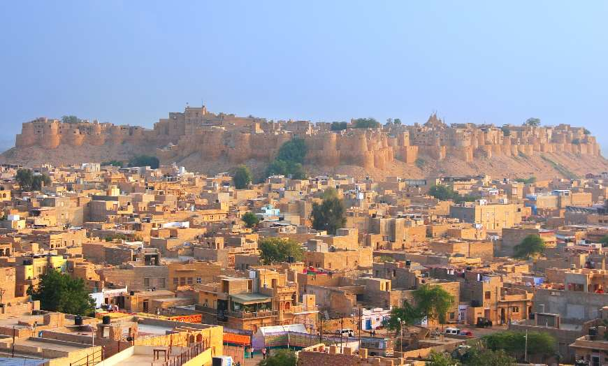 Panoramic view of Jaisalmer Fort surrounded by low-rise homes in Rajasthan, India