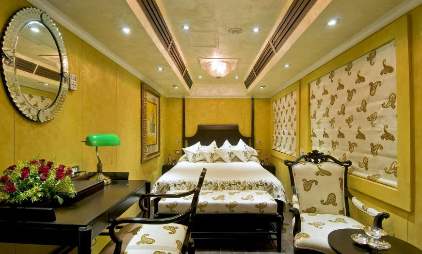 super deluxe saloon palace on wheels royal indian trains