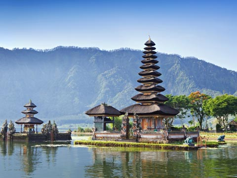 Ulun Danu temple with mountain backdrop in Bali, Indonesia