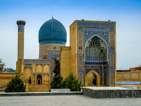 Islamic mausoleum with turquoise dome and coloured tiles