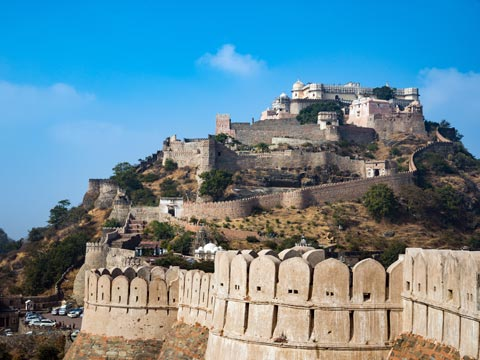 Crenellated walls of hill-top Kumbhalgarh Fort in Rajasthan, India