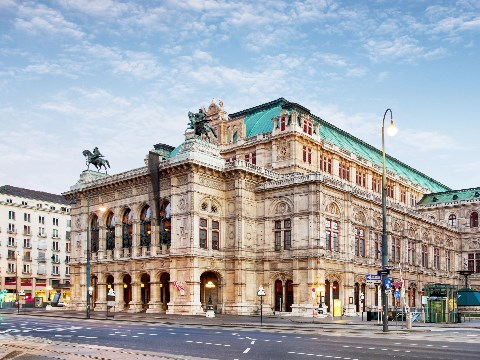 Exterior of the grand opera house in Vienna